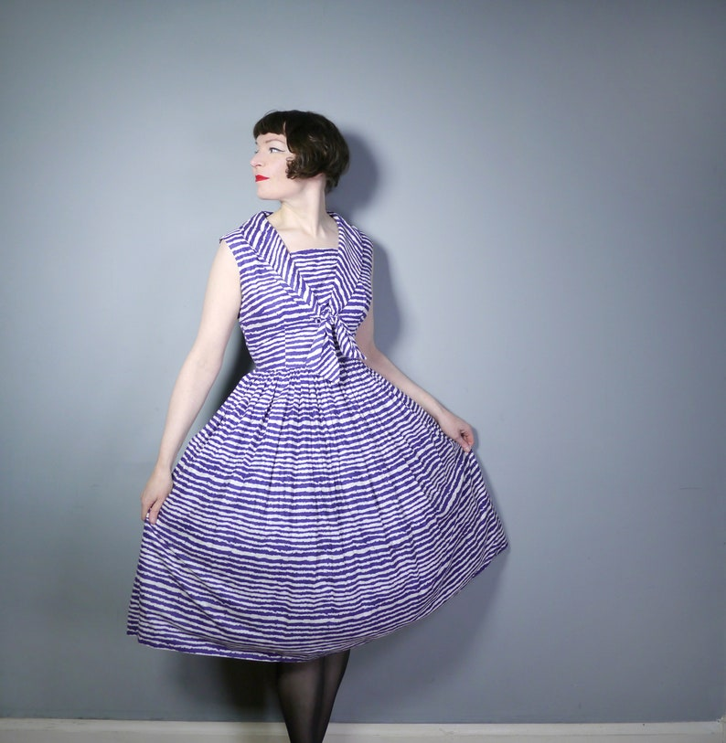 NAUTICAL full skirted dress with shawl tie collar 50s cotton dress in BLUE and WHITE jagged stripe pattern M