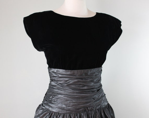 Black and Gray Cocktail Dress 1960's Medium