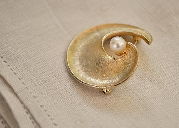 ViNTAGE 'Coro' Gold and Fresh Water Pearl Swirl B… - image 1