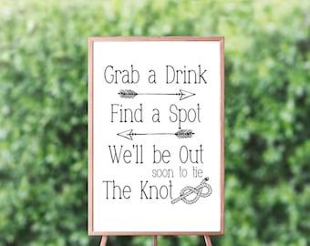 Grab a Drink Find a Spot Sign - Tie the Knot Sign - Wedding Ceremony Sign - Wedding Bar Sign – Wedding Reception Décor - Ceremony Décor