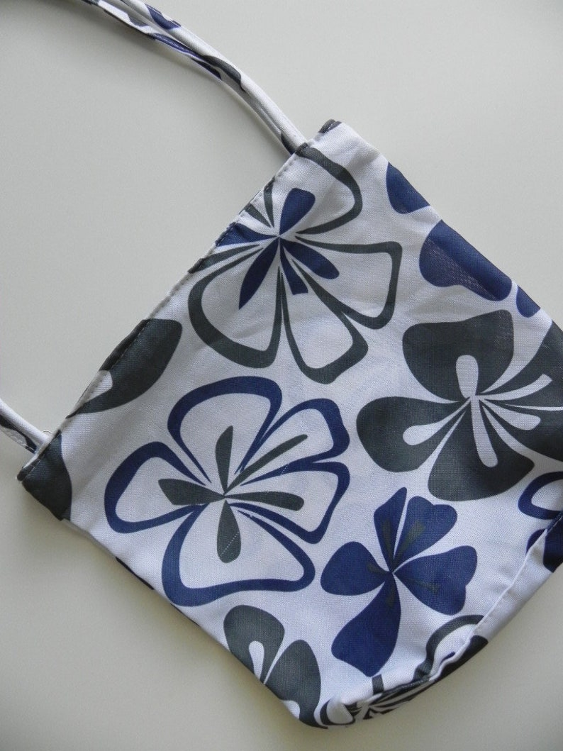 in the bag ~ white /& blue floral beach tote