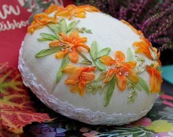 "Pin cushion ""Montbretia"" silk ribbon embroidery"