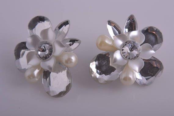 Plastic 1950's Mirror Flower Clip On Earrings (796