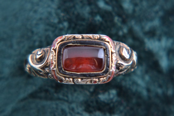 Gold Victorian Ring With Garnet (556x)