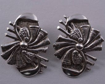 Silver Retro Mari-Lou Clip On Earrings (951h4)