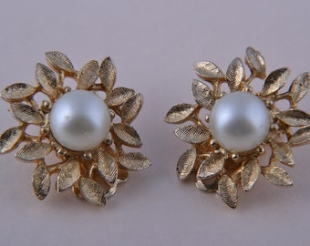 Gilt 1960's Coro Clip On Earrings With Faux Pearls (j398)