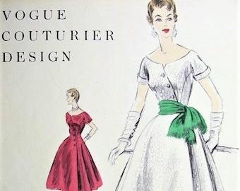 1950s VOGUE Couturier Design 800 Almost Off Shoulders Neckline Striking Diagonal Closing Bust 32 Vintage Sewing Pattern + Vogue Label FF