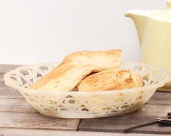 Corbeille à pain en plastic blanc crème des années 60 frenchvintagecharm corbeille à fruits brocante française