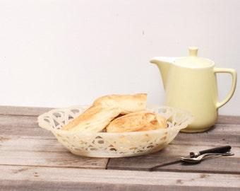 Corbeille à pain en plastic blanc crème des années 60 frenchvintagecharm, corbeille à fruits, brocante française