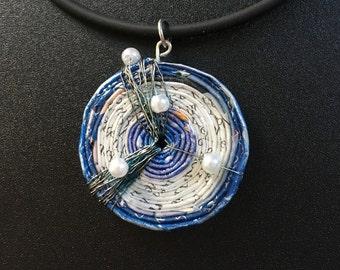 Recycling-Papier Halskette, 1. Jahrestagsgeschenk für sie, Kettenanhänger, Upcycled Zeitung Halskette, Halskette, blaue Halskette