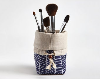Travel Makeup Brush Holder, Makeup bag, Makeup Brush Organizer Cosmetic Organizer in Navy Herringbone