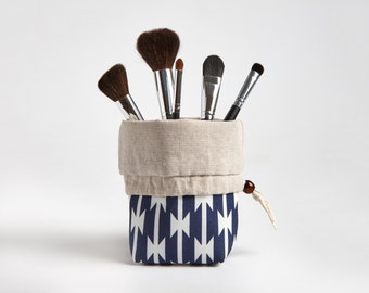 Travel Makeup Brush Holder, Makeup Brush Pouch, Makeup Bag in Tomahawks