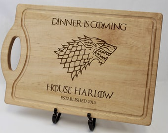 433e0535 Game of Thrones cutting board, Personalized Cutting Board, Dinner is Coming  - GoT Merchandise, House Stark, Gift for him, Dad, Groomsmen