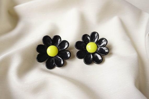 Vintage black flowers 60's earrings, Black yellow