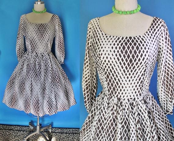 Vintage 60s Dress / Bishop Sleeves / Fit n Flare D