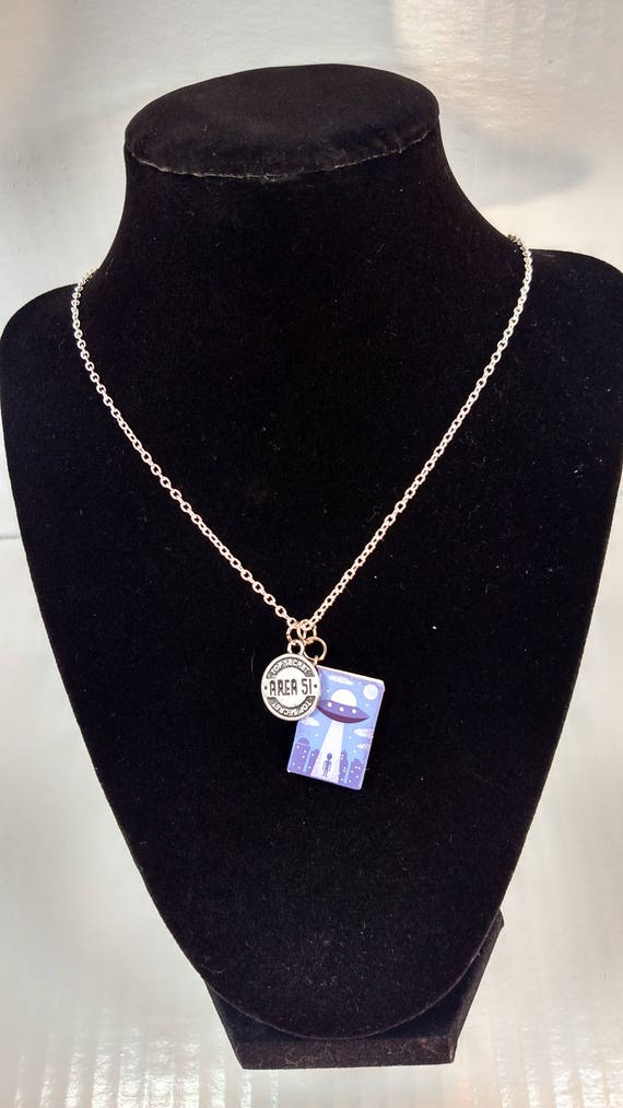 Zone 51 Extraterrestre Livre Charm Necklace