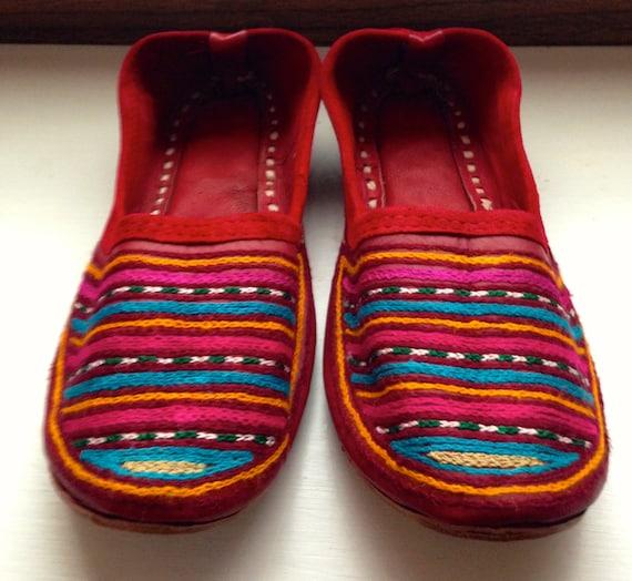 Ballerines en cuir rouge avec motif népalais       Outlet  e39b69