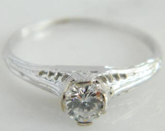 Gorgeous Vintage 18K White Gold Art Deco Diamond Engagement Ring