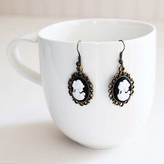 Victorian Lady Cameo Black Earrings