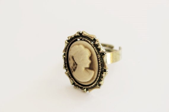Victorian Lady Tan Golden Bronze Ring