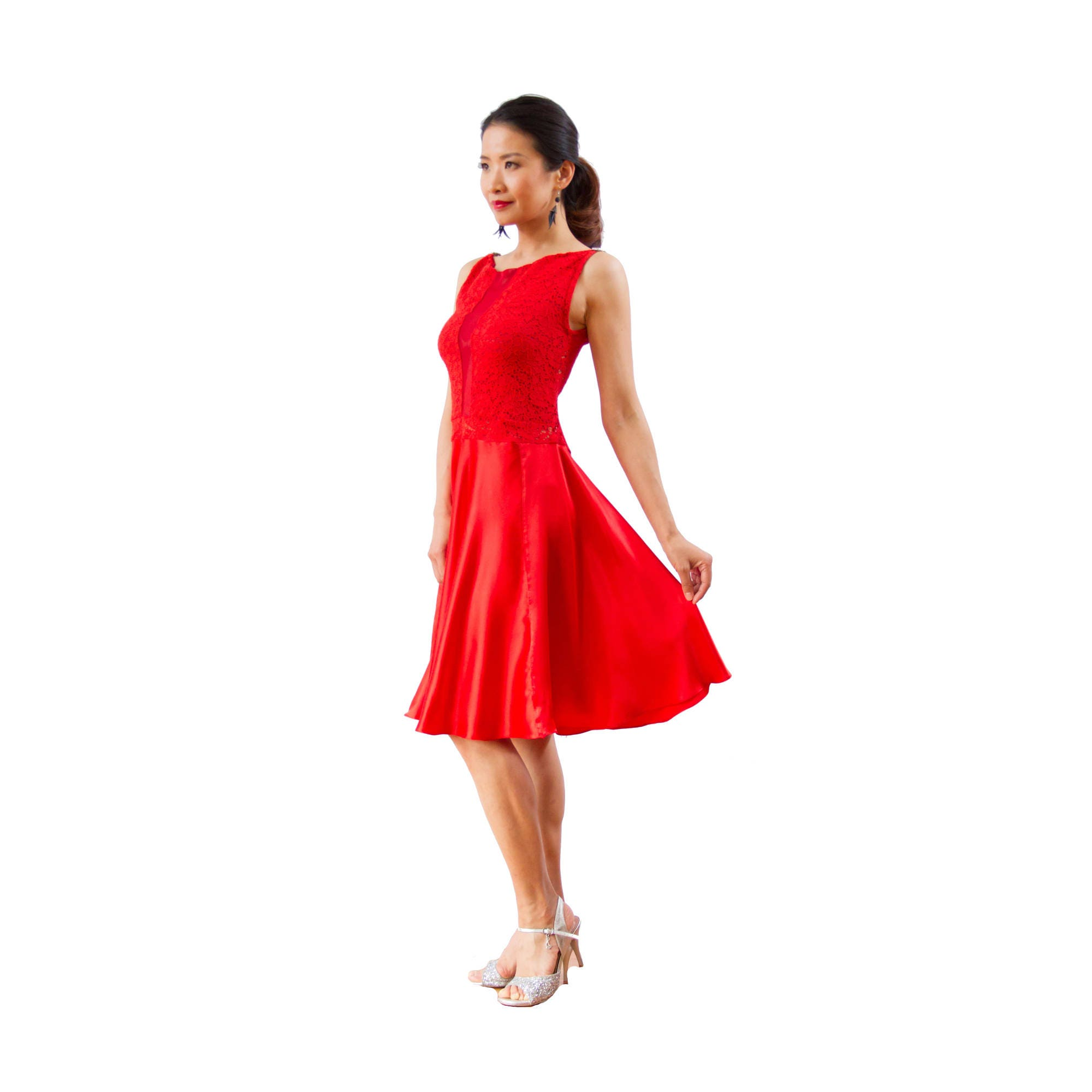 Rote Seide Kleid mit Tellerrock. Tango Argentino fit und