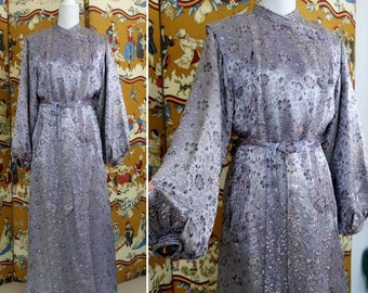 Vintage Oriental 40s silver grey satin floral brocade house coat lounging  Boudoir apparel 1940s dressing gown robe size M edef62c56
