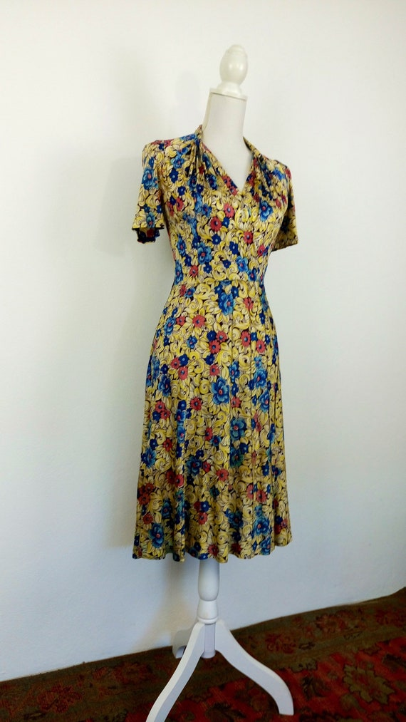 Vintage 1940s Floral Rayon Jersey Dress/size S - image 3