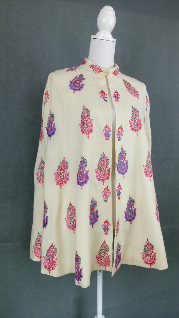Vintage 40s wool embroidered cape/paisley motif e… - image 3