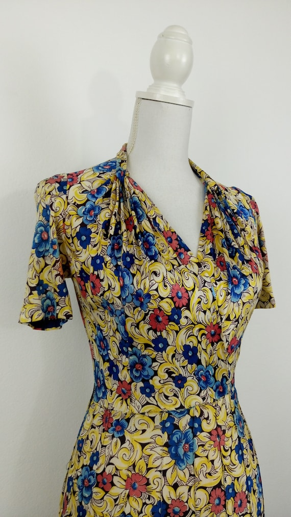 Vintage 1940s Floral Rayon Jersey Dress/size S - image 4