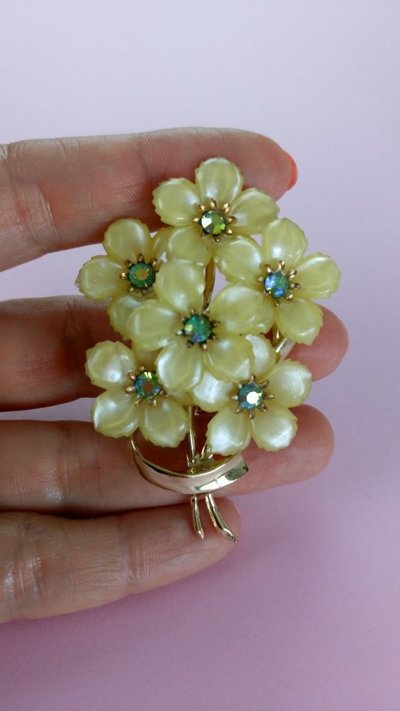 Vintage 50s floral brooch yellow lucite brooch