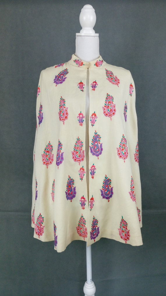 Vintage 40s wool embroidered cape/paisley motif e… - image 2