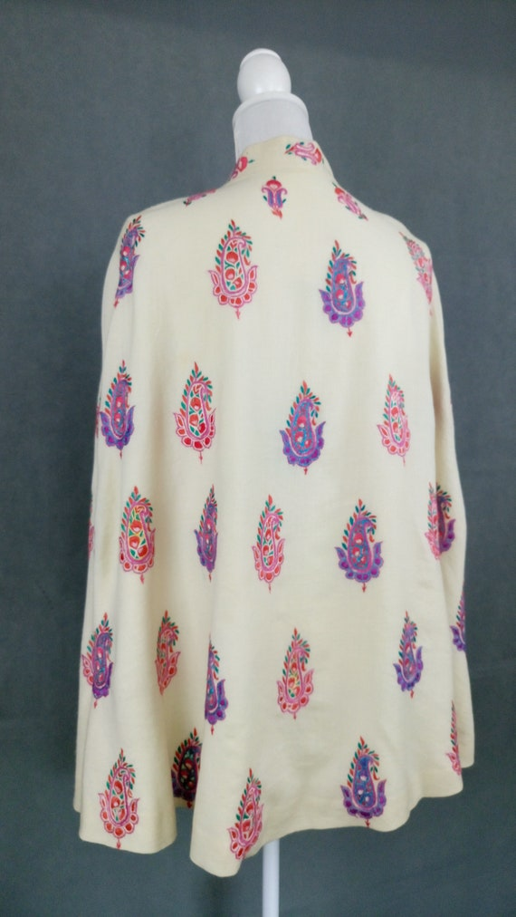 Vintage 40s wool embroidered cape/paisley motif e… - image 5
