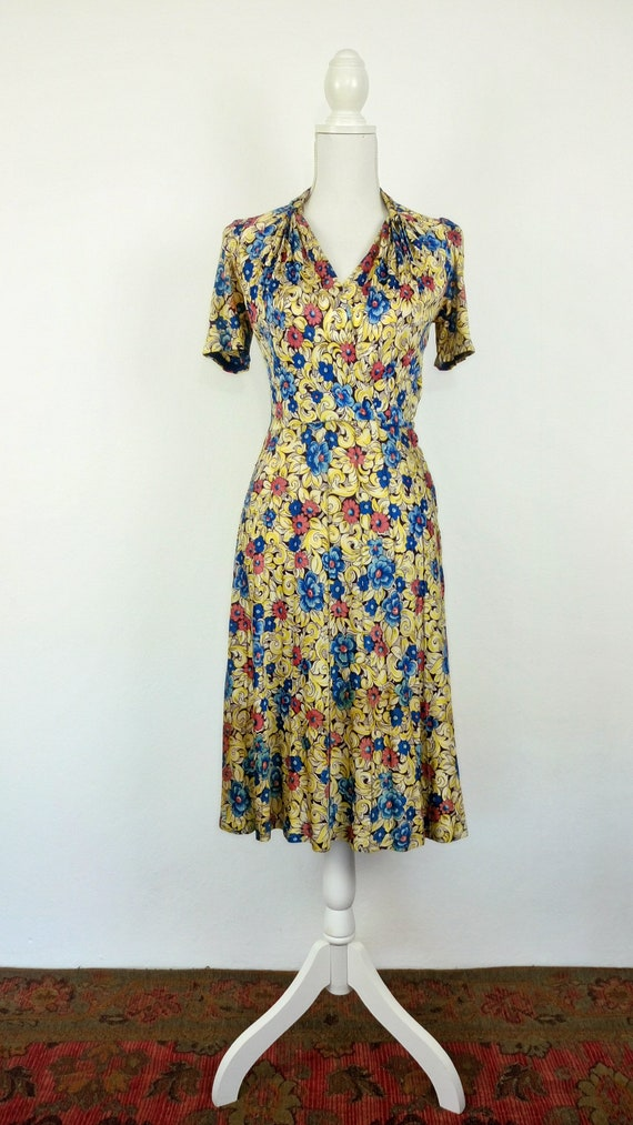 Vintage 1940s Floral Rayon Jersey Dress/size S - image 2