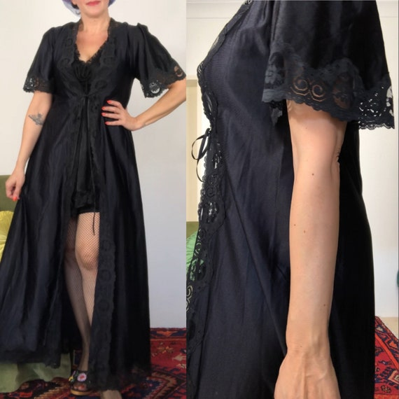 Vintage 50s/60s black Peignoir with lace details/w