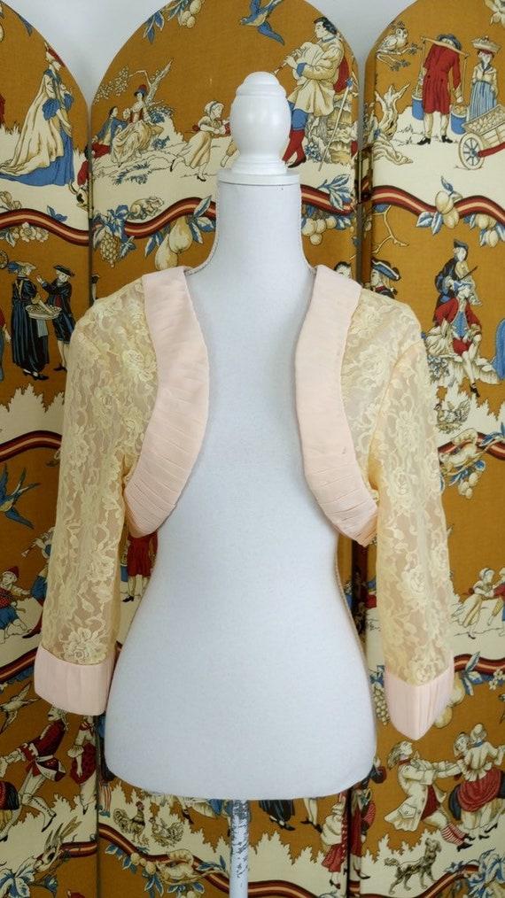 Vintage 40s/50s lace bed jacket