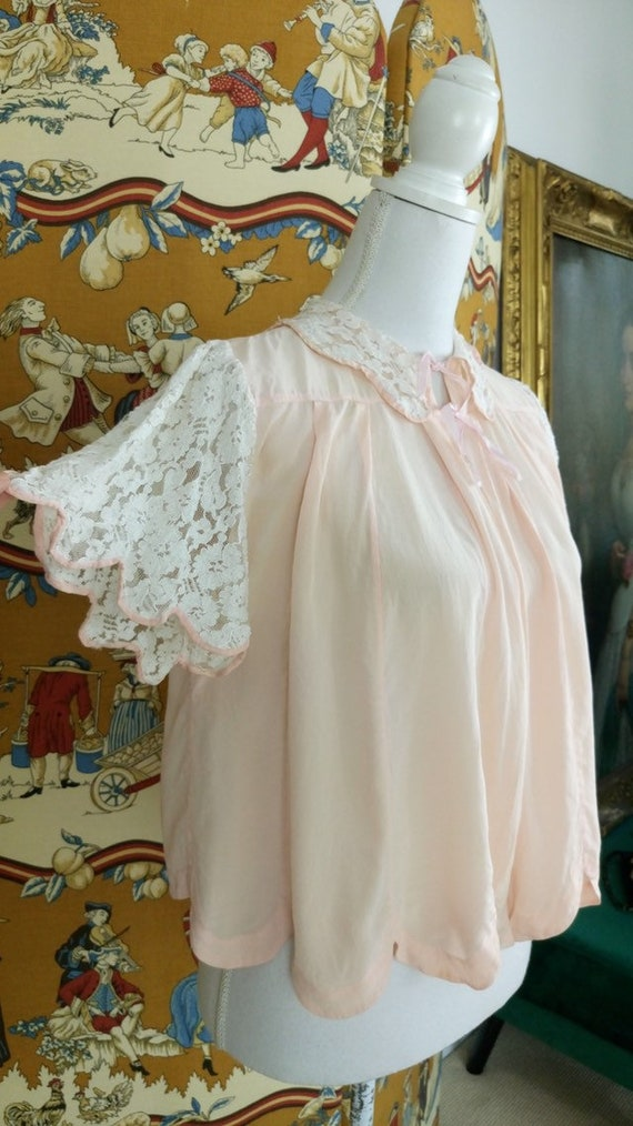 Vintage 30s light pink silk and lace bed jacket/19