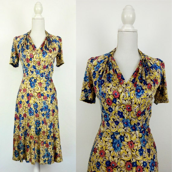 Vintage 1940s Floral Rayon Jersey Dress/size S