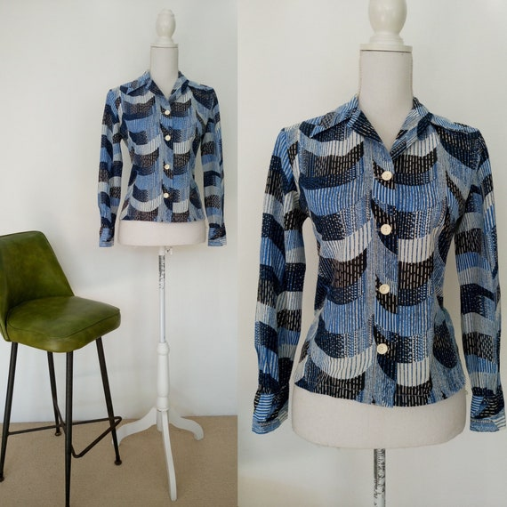 Vintage 70s blue blouse/large pointy collar/geomet