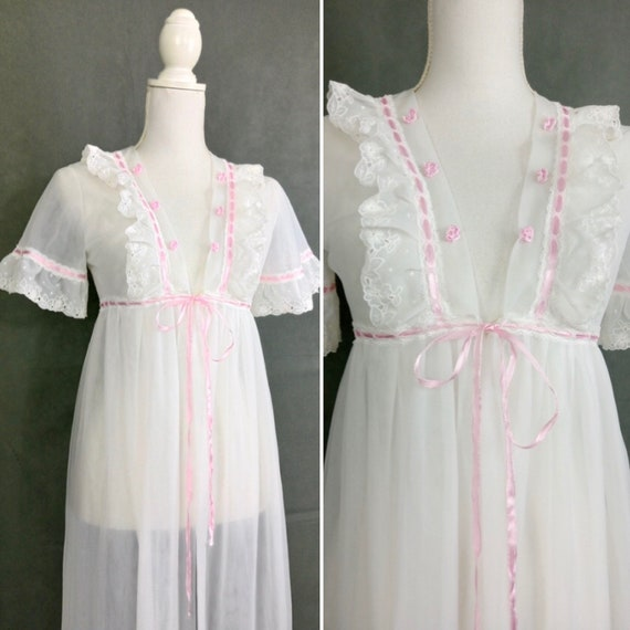 Vintage 50s/60s white and pink Peignoir with lace