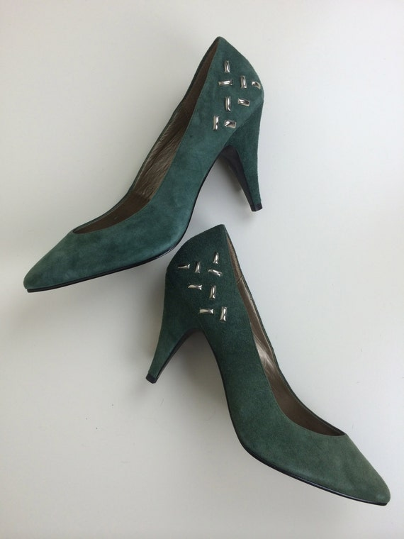 SALE 9 west forest green studded pumps