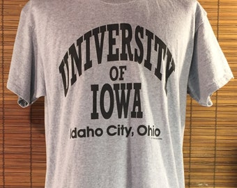 "96446fa91ae Vintage 1995 Large University of Iowa Hawkeyes Souvenir T-Shirt.  ""University of Iowa"