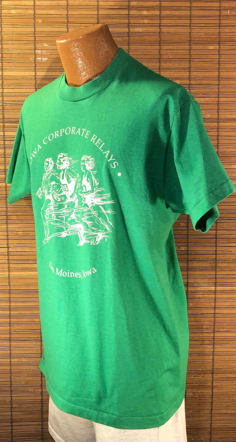Des Moines Vintage XL Iowa Commemorative Collectible Souvenir T-Shirt Iowa Corporate Relays Fun running graphics Green Screen Stars Bes