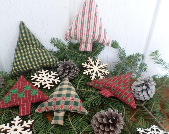Maine Balsam Fir Sachet, Hand Embrodered Homespun Christmas Ornament, Maine Balsam Potpourri, Chicken Scratch Ornament, Made in Maine