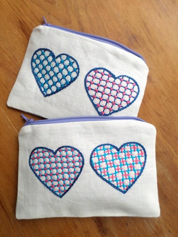 Linen Coin Purse / Hand Embroidered Wallets / Swedish Hearts / Zipper Pouch / 100% Linen / Made in Maine / Brodera Hallandssöm