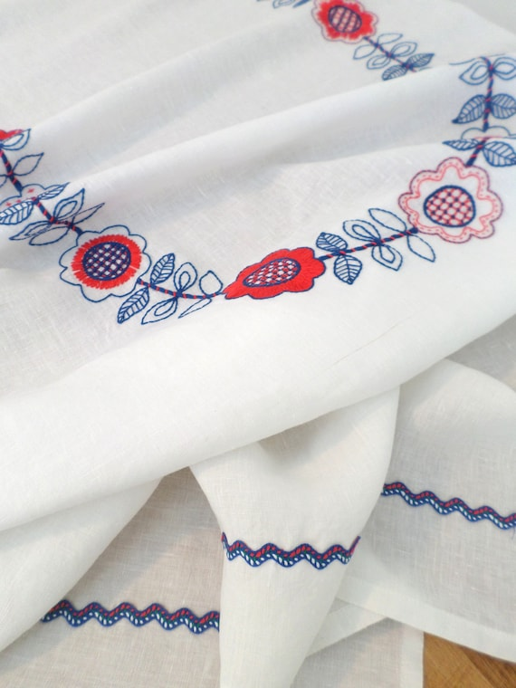 Hand Embroidered 100% Linen Tablecloth / White / Hallandssöm Hand Embroidery / Scandinavian Folk Design / Swedish Design / Made in Maine