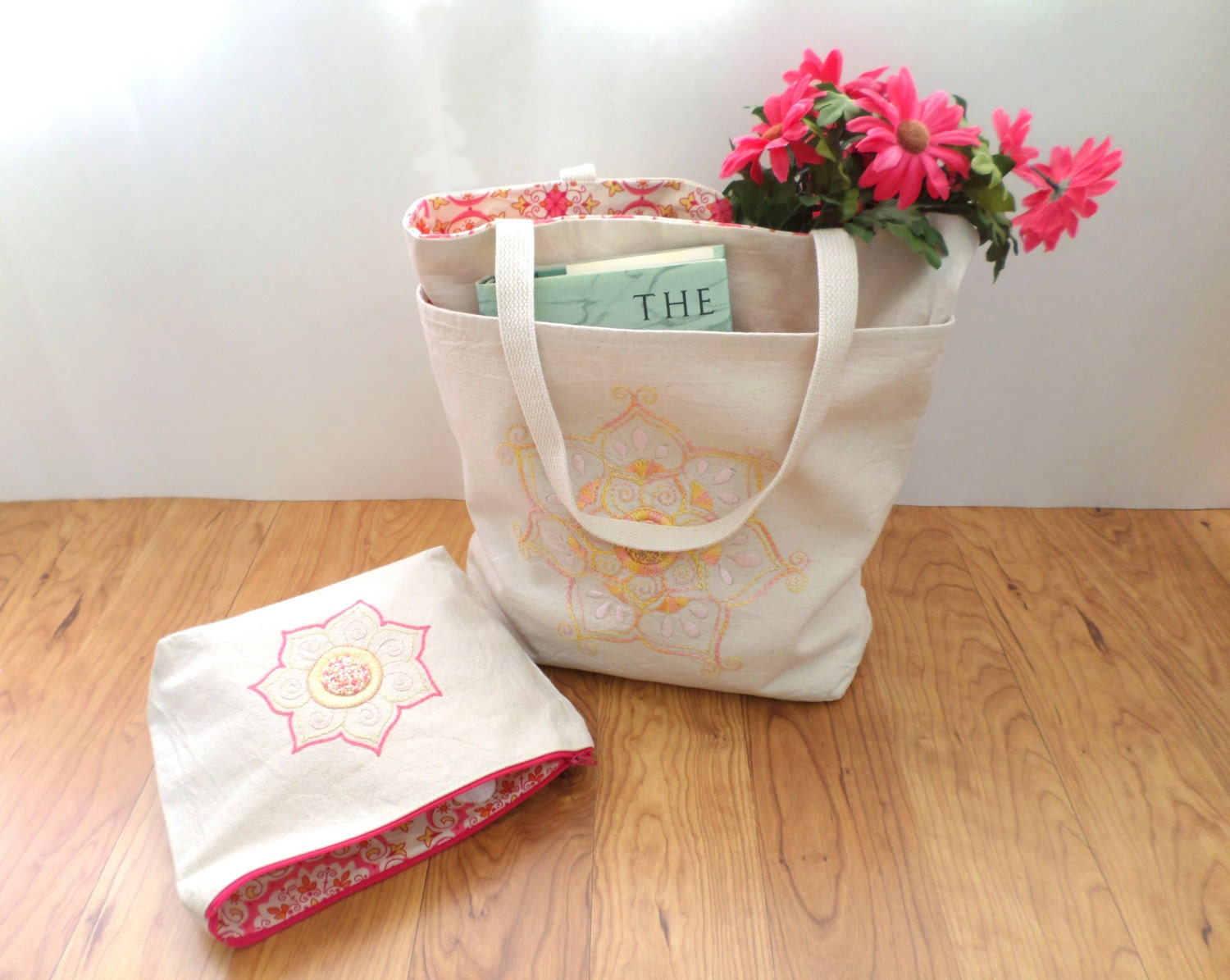 Tote bag embroidered with mandala lotus flower