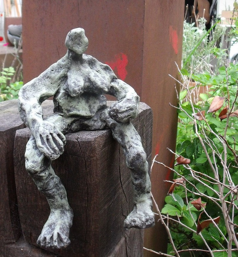 Sculpture Bronze abstract girl 1of7  Modern Art free image 0