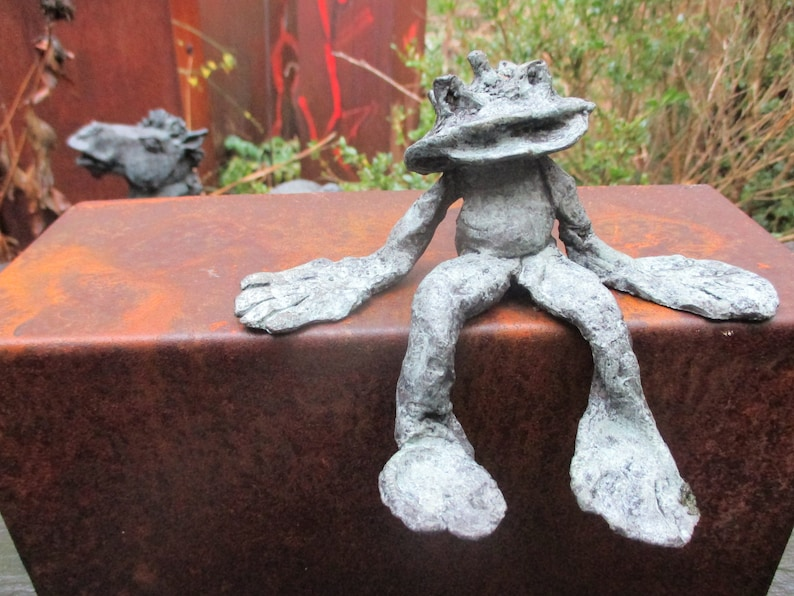 Frog Sculpture Bronze abstract 1of7  Modern Art free image 0
