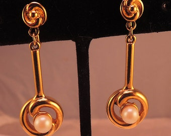 Gold Tone and Faux Pearl Drop Clip Earrings 1960-70s