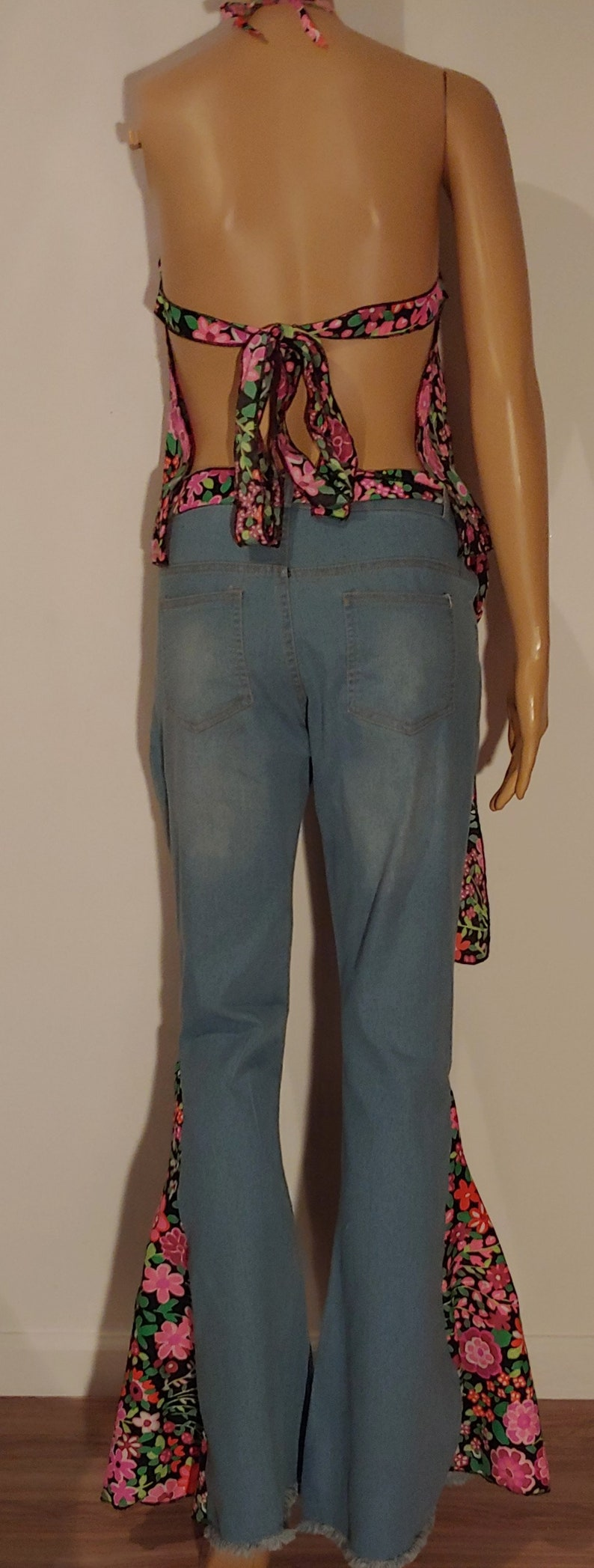 ladies size 5 1970/'s theme party event 30 waist hippie boho bell bottoms flared jeans and halter top costumes
